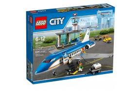 Блочный конструктор LEGO City Пассажирский терминал (60104)