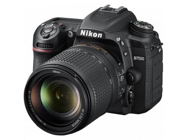 Зеркальный фотоаппарат Nikon D7500 kit (18-140mm) VR